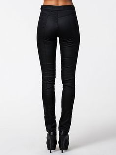 http://nelly.com/pl/odziez-dla-kobiet/odziez/spodnie-szorty/filippa-k-676/super-stretch-denim-pants-670048-14/