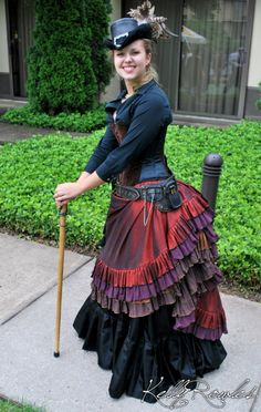 Wow, gorgeous skirt. Love the multi-colored tiers.