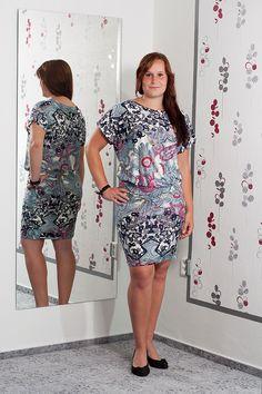 052. Vzdušné tunikové šaty z velmi příjemného materiálu.  Vel.: 42  Cena: 690,- kč