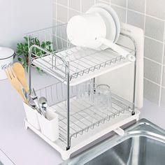 食洗機を使う方でも使わない方でも、食器用の水切りがあるとちょっとした食器置き場に、乾燥に便利です。水切りは洗うのが面倒だったり食器が落ちて割れてしまうこともありますよね。ニトリの水切りはいろんな面で優秀なのです。