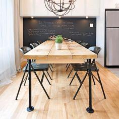 Les décors empreints d'un style industriel ont lacote! Voyez comment réaliser cette table au lookunique à l'aide de planches de bois et de tuyauxde plomberie. À vos marques, prêts, vissez!