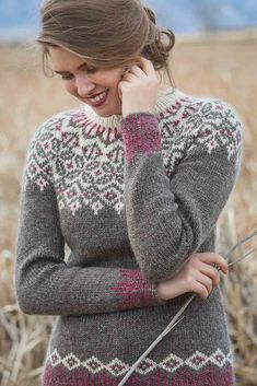 The Grand Forks Pullover showcases a traditional circular yoke with neutral tones and a pop of rich color. The corrugated ribbing at the hem and cuffs creates visual interest, and the waist shaping provides a flattering fit. Fair Isle Knitting Patterns, Fair Isle Pattern, Sweater Knitting Patterns, Knit Patterns, Hand Knitting, Norwegian Knitting, Icelandic Sweaters, Grand Forks, Pulls