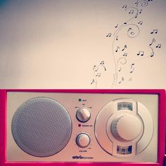 I love #music from the #radio #red #musica #sheetmusic #clef #listen #listeningtomusic #afternoon_picture #best #earwig #earworm #musicislife #like #partofme #partofyourworld #partofmylife #partoflife by afternoon_picture