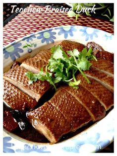 Teochew Braised Duck or Lor Ark (潮州卤鸭) - Guai Shu Shu Ark Recipes, Goose Recipes, Meat Recipes, Cooking Recipes, Cooking Videos, Cooking Tips, Braised Duck, Braised Chicken, Chinese Duck Recipe