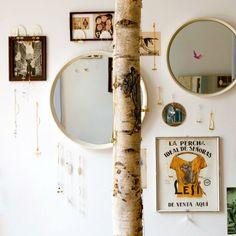Feine Ketten, Armbänder und Ringe präsentiert in tollem Vintage Interieur | creme hamburg