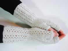Tutoriel+pour+tricoter+des+mitaines+simples+et+raffinées,+accessibles+aux+débutants. Leg Warmers, Fingerless Gloves, Knit Crochet, Couture, Knitting, Accessories, Angora, Bonnets, Products