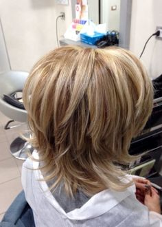 Länger gestufter bob – Hairstyle For Medium Length Hair Medium Layered Hair, Short Hair With Layers, Medium Hair Cuts, Short Hair Cuts, Medium Hair Styles, Short Hair Styles, Short To Medium Hair, Medium Shag Haircuts, Layered Bob Haircuts