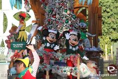 Pictures from our Disneyland walk around with Jason Diaz, The Disney Geek, where Christmastime is already here! http://land.allears.net/blogs/lauragilbreath/2014/11/disneyland_resort_photo_update_90.html   #Disneyland #Christmas #Holidays #Christmaslights #DisneyHoliday