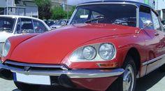 Article LCFF : La DS La Citroën DS a été produite à plus d'un million trois cent mille exemplaires de 1955 à 1975, dans ses versions berline, break et cabriolet.  Elle a été dessinée par l'Italien Flaminio Bertoni et elle présente, pour l'époque, de nombreuses innovations technologiques : un moteur à injection, une suspension(1) hydropneumatique(2), une direction assistée, une boîte à vitesse à commande hydraulique(3), des freins(4) à disque, des phares(5) pivotants(6), etc.