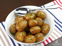 Herby Slow Cooker Baby Potatoes - Slow Cooking Perfected Healthy Crockpot Recipes, Slow Cooker Recipes, Beef Recipes, Healthy Snacks, Vegetarian Recipes, Healthy Sides, Potato Recipes, Clean Eating Plans, Recipes