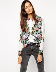 Buy ASOS Floral Mirrored Print Blouse at ASOS. Get the latest trends with ASOS now. Trajes Business Casual, Business Casual Outfits, Business Clothes, Asos, Womens Fashion Stores, Fashion Online, Girl Fashion, Fashion Outfits, Printed Blouse