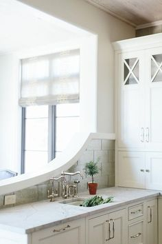 Kitchen Inspo: Chic kitchen features a kitchen peninsula fitted with white inset cabinets paired with marble countertop fitted with a curved prep sink. Vintage faucet as well as a curved backsplash which overlooks the living space. Corner Kitchen Pantry, Kitchen Pantry Design, Kitchen Ideas, Inset Cabinets, White Shaker Cabinets, Kitchen Dinning Room, Kitchen And Bath, Kitchen Sink, Kitchen Cabinets