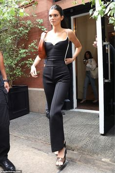 Turning heads: Kendall Jenner proved her fashion prowess as she stepped out in NYC amid NYFW on Saturday Celebrity Outfits, Celebrity Style, Kardashian Kollection, Kim Kardashian, Model Outfits, Fashion Outfits, Kendall Jenner Outfits, Kylie Jenner, Model Street Style