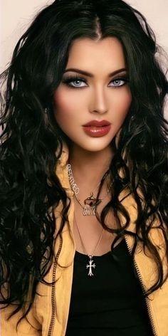 Brunette Beauty, Brunette Hair, Hair Beauty, Most Beautiful Eyes, Stunning Eyes, Beautiful Women Pictures, Beautiful Girl Image, Belle Silhouette, Woman Face