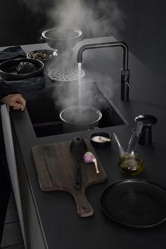 ✔ Quooker Fusion Black ✔  Bent u op zoek naar een nieuwe kokend-waterkraan of van plan om een bestaande Quooker te vervangen, dan bent u bij Keukenstudio Maassluis aan het juiste adres. #Quooker #Keuken #keukenstudio #keukens #kitchen #kitchens #keukenkraan #kokendwaterkraan #koken #kraan #interiordesign #keukendesign #black #blackquooker #zwart #zwartekraan #quookerfusion