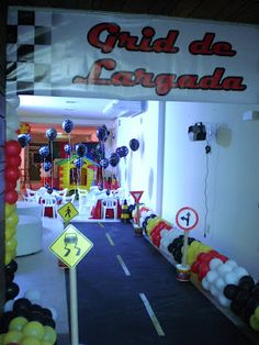 Entrada da festa! Hot Wheels Birthday, Hot Wheels Party, Twin Birthday, Cars Birthday Parties, Birthday Celebration, Race Car Party, Car Themes, Ideas Para Fiestas, Disney Cars