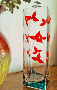 Cubic painted Vase Red Leaves by Vitray on Etsy - glass paint - Vase ideen Painted Glass Vases, Painted Wine Bottles, Hand Painted Wine Glasses, Glass Painting Patterns, Glass Painting Designs, Glass Bottle Crafts, Wine Bottle Art, Bottle Painting, Stained Glass Art