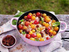 One pot-gryte med laks, ris og cherrytomater - Fru Timian Squash, Salsa, Ethnic Recipes, Food, Pumpkins, Gourd, Essen, Salsa Music, Meals