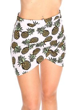 Make heads turn in this fun and flirty skirt featuring a pineapple printed skirt, back zipper closure, and a high waist finish Short Skirts, Mini Skirts, Plaid Mini Skirt, Pineapple Print, Printed Skirts, Spring Collection, Clubwear, Boho Shorts, High Waisted Skirt