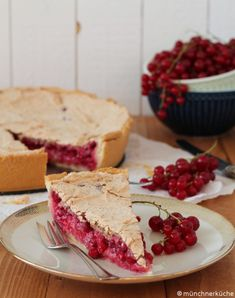 I like the sour-sweet on currant cake. Here in Swabia the cake is called Träubleskuchen. I like the sour-sweet on currant cake. Here in Swabia the cake is called Träubleskuchen. Cream Cheese Desserts, Fancy Desserts, Apple Desserts, Healthy Desserts, Delicious Desserts, All Recipes Pancakes, Cake Recipes, Snack Recipes, Dessert Recipes