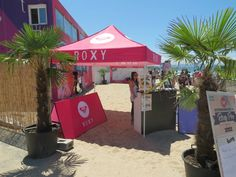 Après le Quiksilver Pro France 2012, nous voici sur le Roxy Pro. Nous avons installé plus de 25 meubles gonflables. Nous sommes également intervenus pour certains partenaires. La marque Melty a par exemple opté pour du mobilier gonflable avec broderie. Pour toutes questions : contact@unc-pro.com.