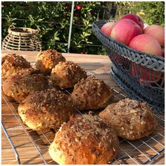 Æbleboller med sprød og knasende top - Betina Wessberg Cooking Cookies, Food Crush, Fish Dinner, Recipes From Heaven, Fabulous Foods, I Love Food, Food Inspiration, Baking Recipes, Foodies