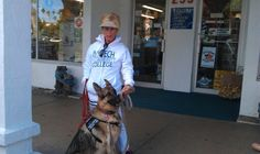 Coco the therapy dog in venice florida shopping with a new friend... #TherapyDogsRock
