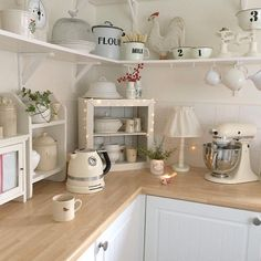 cottage kitchens with vaulted ceilings Cottage Kitchens, Farmhouse Kitchen Decor, Country Kitchen, New Kitchen, Vintage Kitchen, Beautiful Kitchens, Cool Kitchens, Cozinha Shabby Chic, Cottage Shabby Chic