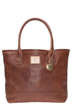 Free shipping and returns on Will Leather Goods 'Everyday' Leather Tote at Nordstrom.com. Washed bridle leather lends rich texture to a rugged tote crafted with a logo patch and burnished medallion for added character. A reinforced leather base and antiqued double-riveted handles ensure this carryall will withstand the daily grind for years to come.