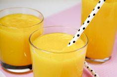 Dieser Detox Smoothie mit Orangen, Mango und Ingwer schmeckt erfrischend, herrlich fruchtig und eignet sich perfekt für einen gesunden Start in den Tag.
