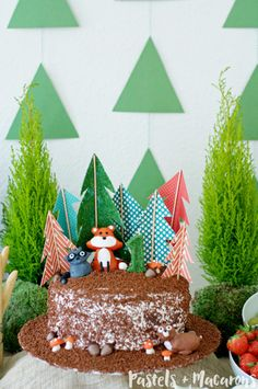 Woodlands Forest Cake Toppers by Pastels & Macarons #woodlands #woodlandstheme #forestcake #foresttheme #birthdaycake #firstbirthdaycake #woodlandsbirthdaycake #diy #craft #caketoppercraft #diycaketopper #diywoodlandscaketopper #woodlandsforestcaketoppers #papercraft