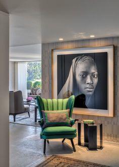 Large oversize print in glass frame - can lights add mood - Foz II Apartment - Casa do Passadiço