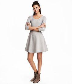 Short jersey dress with 3/4-length sleeves and a slightly wider neckline. Seam at waist and circle skirt. Unlined.