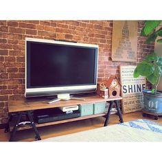 女性で、3LDKのウンベラータ/テレビボード/テレビ台DIY/DIY/NO GREEN NO LIFE/壁紙屋本舗…などについてのインテリア実例を紹介。「板をカット&塗装して、脚立に乗せたテレビ台♪ DIY…って言うほどのことはしてないけど、お気に入りのDIYテレビ台♪」(この写真は 2015-10-21 13:53:40 に共有されました)