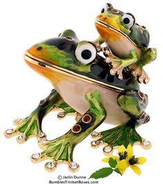 Trinket Box: Detachable Frog With BabyTrinket Box