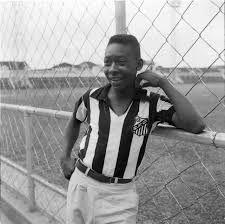 Resultado de imagem para Pelé.  Hoje, aos 75 anos, titulado Rei Pelé; o Rei do Futebol. Muita saúde,paz e muitos anos de vida. O melhor jogador do mundo de todo os tempos.