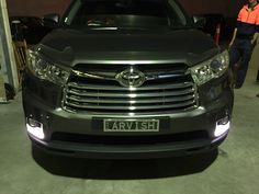 Toyota Kluger Front Chrome Grill.