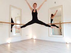Happy Trainer at Barre workout Düsseldorf / Studio for Barre workout / Xtend Barre / Balletfitness / balletworkout / Weightloss / Workout / Pilates / Lifestyle / Fit mums  #pilateszeit #pilates #düsseldorf #pilatesstudiodüsseldorf #trainingdüsseldorf #barreworkout #barreworkoutdüsseldorf #barrestudiodüsseldorf #balletfitness #ballett #balletworkout #workout #weightloss #fitmum #health #beautiful #amazing #cardiobarre #cardiotraining #lifestyle #ladies #sportsfashion #xtendbarre