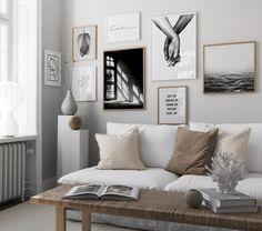 Inred minimalistiskt med beige toner, svartvit tavelvägg