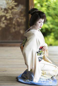 Japanese Geisha, Japanese Beauty, Japanese Kimono, Black Bean Veggie Burger, Veggie Dogs, Kabuki Costume, Geisha Art, Beauty Makeup Photography, Homemade Black
