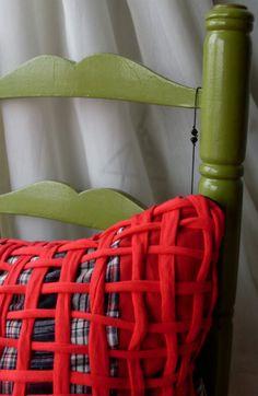 Blog de tejidos, crochet, recycling, tissues, home decor, carpets, cushions. Pillowcase.