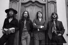 The Beatles Abbey Road john lennon paul mccartney ringo Abbey Road, Ringo Starr, George Harrison, Paul Mccartney, Julian Lennon, Apple Corps, Rock Poster, Les Beatles, Beatles Bible