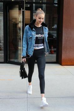 Gigi Hadid Looks, Bella Gigi Hadid, Gigi Hadid Style, Top Street Style, Sneakers Street Style, Street Styles, Cute Fashion, Fashion Outfits, Women's Fashion