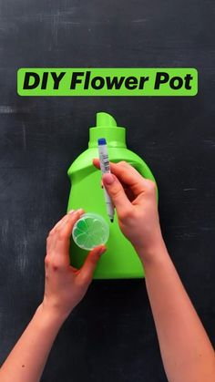 Diy Crafts For Home Decor, Diy Crafts Hacks, Crafts To Do, Recycled Crafts, Resin Crafts, Plastic Bottle Crafts, Diy Garden Projects, Useful Life Hacks, Flower Pots