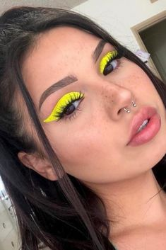 Yellow Makeup, Yellow Eyeshadow, Blue Eye Makeup, Blue Makeup Looks, Makeup Trends, Makeup Inspo, Makeup Inspiration, Makeup Goals, Electro Festival Outfit