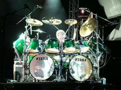 Its beautiful!!!!! I one day with own this drum set, and play it for everyone to hear