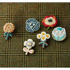 Embroidery On Kurtis, Kurti Embroidery Design, Embroidery Flowers Pattern, Embroidery Patches, Beaded Embroidery, Flower Patterns, Cross Stitch Embroidery, Hand Embroidery, Fabric Flower Brooch