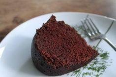 Aprenda a preparar bolo integral de cacau com esta excelente e fácil receita. O TudoReceitas sugere um bolo delicioso pouco calórico e muito saudável para que possa...