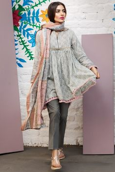 Stitching Styles 2018 for Pakistani Dresses for Ladies Simple Pakistani Dresses, Pakistani Fashion Casual, Indian Fashion Dresses, Pakistani Dress Design, Indian Designer Outfits, Pakistani Outfits, Indian Outfits, Designer Dresses, Pakistani Lawn Suits