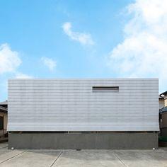 Créée par Dai Nagasaka et Ikue Tanaka, l'agence d'architecture Méga vient de dévoiler son nouveau projet, une maison individuelle dans la ville d'Ibaraki dans la province d'Osaka au Japon.